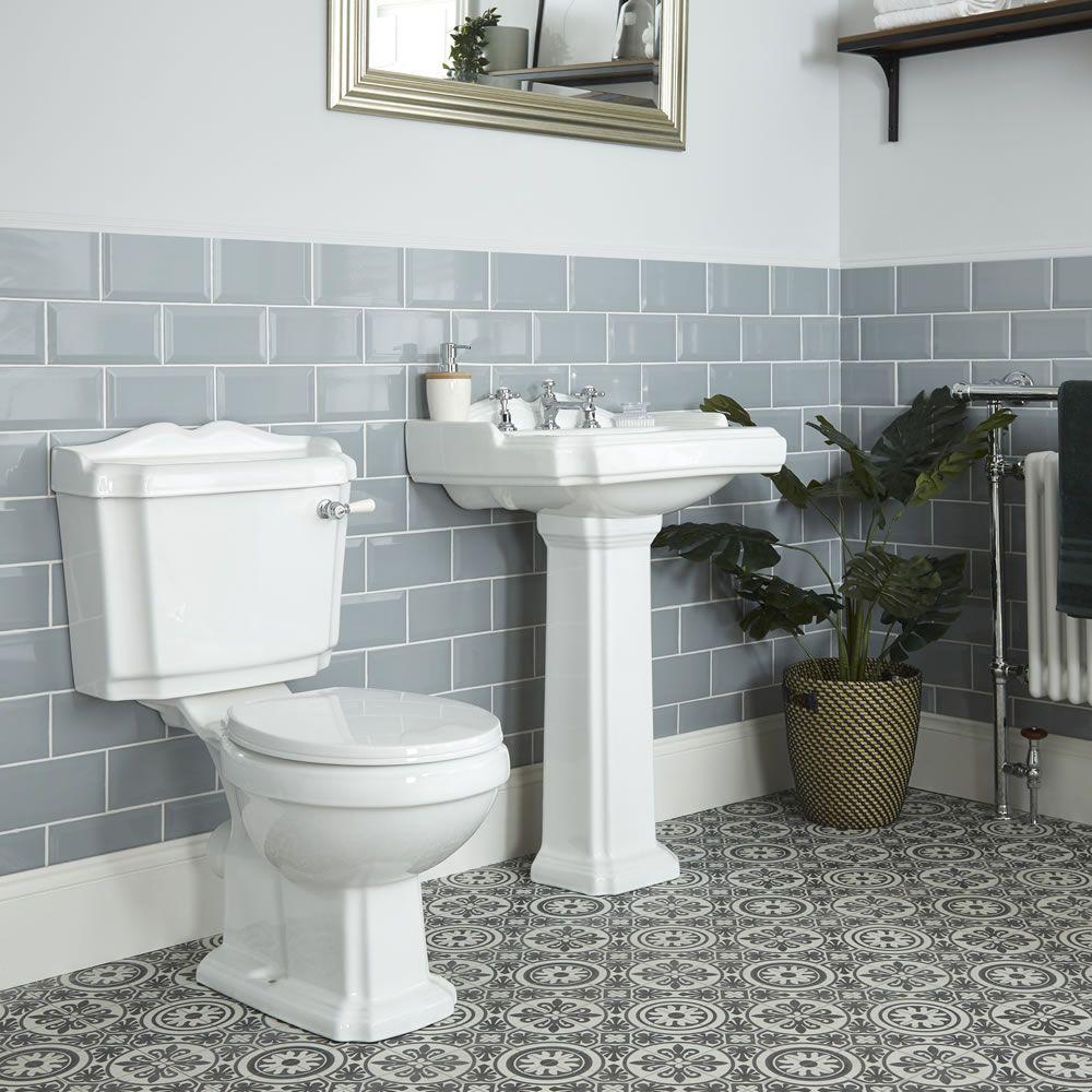 Lavabo A Colonna Design set bagno completo di lavabo su colonna in stile tradizionale predisposto  per rubinetteria a 3 fori, completo di sanitario e cassetta in ceramica