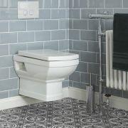Sanitario Tradizionale Quadrato Bianco in Ceramica Bianca Completo di Copriwater - Chester