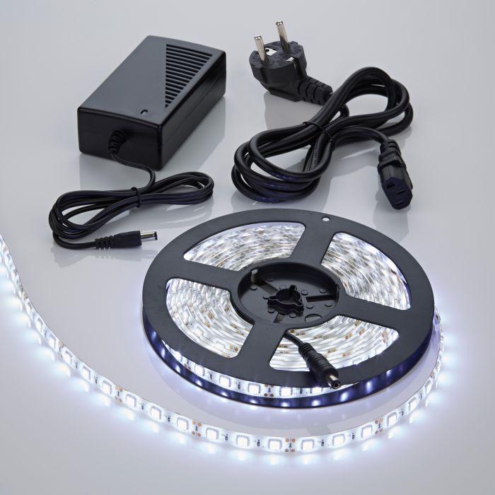 Strisce LED 5 metri con Trasformatore 300 LED Colore Bianco Freddo