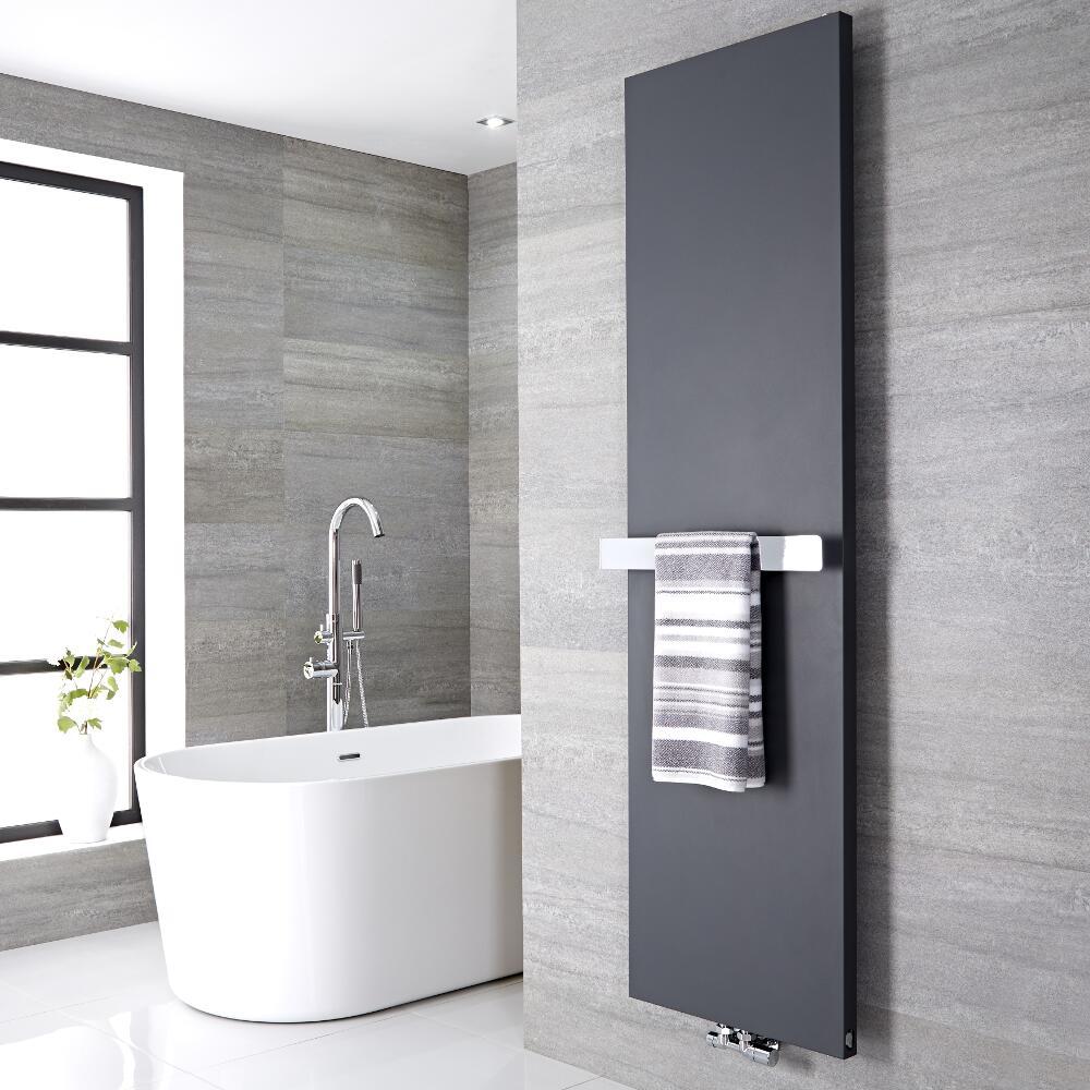 Radiatore di Design Verticale con Porta Asciugamani 520mm - Acciaio - Attacco Centrale - Antracite - 1800mm x 600mm x 40mm - 1107 Watt - Rubi
